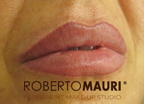 Trucco semipermanente labbra: definizione del contorno e sfumatura