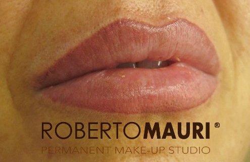Trucco semipermanente alle labbra,ingrandimento e sfumatura con effetto naturale